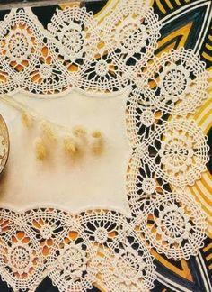 Crochet: lace tablecloths Crochet Diagram, Filet Crochet, Irish Crochet, Tablecloth Fabric, Crochet Tablecloth, Lace Tablecloths, Bruges Lace, Lace Doilies, Crochet Doilies