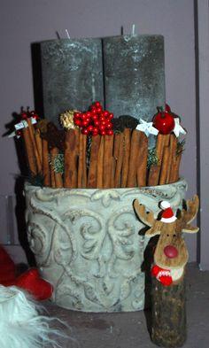 Ein Schöner Übertopf, ein paar Zimtstangen und schöne Kerzen, Schon hat man eine natürliche Weihnachtsdeko