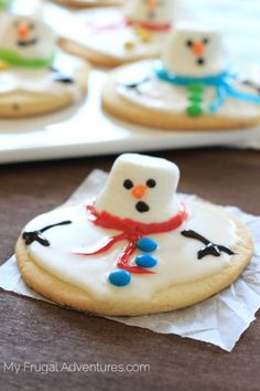 Have you seen these melted snowman cookies? I love them! I saw them last year from a Polish blog called My Pastries. Her cookies are so adorable and I knew I just had to make them this year. Now…