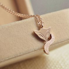 This beautiful piece comes in Rose Gold and Gold and in a beautiful presentation gift box. Birthday Woman, Birthday Gifts For Women, Arrow Necklace, Pendant Necklace, Steel Jewelry, Women Jewelry, Rose Gold, Pendants, Silver