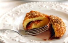 traditional plum dumpling (in romanian) Romanian Recipes, Romanian Food, Plum Dumplings, English Desserts, Addiction, Weird, Dessert Recipes, Food And Drink, June
