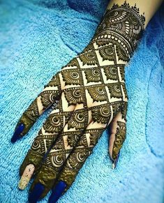 21 Mind Blowing Indian Mehndi Designs To Try In – Henna Bloq Henna Hand Designs, Dulhan Mehndi Designs, Simple Arabic Mehndi Designs, Back Hand Mehndi Designs, Stylish Mehndi Designs, Mehndi Designs For Girls, Mehndi Design Photos, Wedding Mehndi Designs, Beautiful Mehndi Design