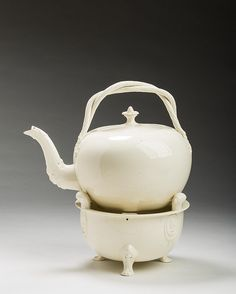 ENGLISH CREAMWARE PUNCH KETTLE, COVER AND STAND, PROBABLY YORKSHIRE, LEEDS POTTERY, 1780-1800.