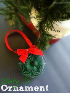 Easy slinky jr. ornament you can make yourself. Fun Christmas activity and craft to do with kids!