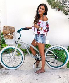 38 Inspiring Women Beach Outfit Ideas Perfect For Summer Holiday - What you should wear and carry before going to the beach should always be considered and planned. There are various beach outfits available for women . Cancun Outfits, Mexico Vacation Outfits, Outfits For Mexico, Summer Vacation Outfits, Honeymoon Outfits, Vacation Wear, Beach Honeymoon Clothes, Vegas Outfits, Summer Vacations