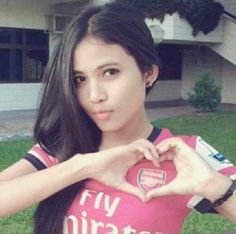 """""""RT if you think Goonerette's are the most beautiful football fans in the world! Arsenal Football, Arsenal Fc, Soccer Fans, Football Fans, English Football Teams, Arsenal Women, Football Girls, North London, Team S"""