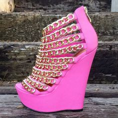 Stunning wedge sandals by Nelly Bernal.