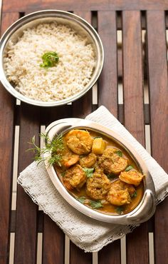 Today's Prawns Curry Recipe is a Malvani recipe with step by step instructions. The curry is of medium consistency tastes spicy and goes well with pav (dinner rolls), bhakri or steamed rice. Goan Recipes, Veg Recipes, Curry Recipes, Seafood Recipes, Indian Food Recipes, Ethnic Recipes, Chicken Recipes, Prawn Masala, Prawn Curry