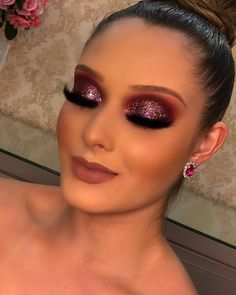 """Acquire fantastic tips on """"makeup looks"""". They are accessible to you . - Acquire fantastic tips on """"makeup looks"""". They are accessible to you on … - Glam Makeup Look, Makeup Eye Looks, Smokey Eye Makeup, Eyeshadow Makeup, Glitter Makeup, Glitter Eyeshadow, Unique Makeup, Colorful Eye Makeup, Gorgeous Makeup"""