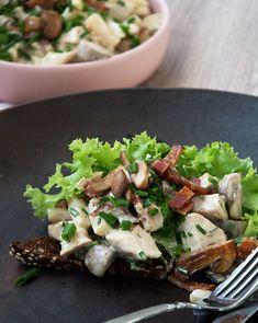 Hønsesalat med bacon opskrift