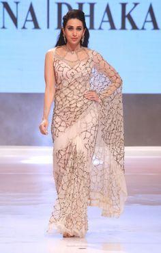 Karishma Kapoor in sexy saree look for ramp Trendy Sarees, Stylish Sarees, Fancy Sarees, Saree Designs Party Wear, Saree Blouse Designs, Collection Eid, Saree Jackets, Sari Dress, Saree Trends