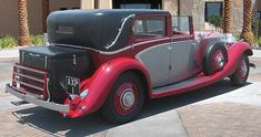Vintage Cars 1934 Rolls Royce Phantom II Sedanca de Ville by Windovers. Rolls Royce Limousine, Rolls Royce Cars, Rolls Royce Phantom, Vintage Cars, Antique Cars, Classic Rolls Royce, Vintage Classics, Car Colors, Benz Car