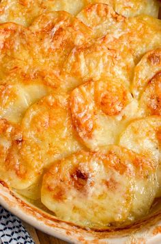 Everyone loves a cheesy garlicky potato gratin and this one will not disappoint. The whole family will love this - great served with various sides. Gluten Free, Vegetarian, Slimming World and Weight Watcher friendly Slimming World Fakeaway, Slimming World Dinners, Slimming World Diet, Slimming Eats, Diner Recipes, Cooking Recipes, Skillet Recipes, Pizza Recipes, Free Recipes
