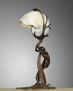 ** Gustav Gurschner 1873 - 1971 LAMPE NAUTILE, VERS 1899 A NAUTILUS SHELL AND PATINATED BRONZE TABLE LAMP BY GUSTAV GURSCHNER, CIRCA 1899.