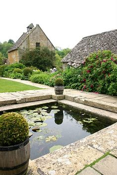 english cottage garden pond home design Ponds Backyard, Garden Pool, Garden Beds, Shade Garden, Balcony Garden, Pool Water Features, Water Features In The Garden, Pond Design, Landscape Design