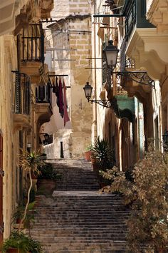 Magic streets of Vittoriosa in Malta island #voyagercpartager