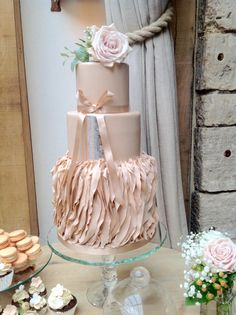 Vera Wang inspired wedding cake by krishanthi set off with a few blooms by Passion for Flowers