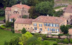 A forest fire broke out near Chateau Miraval (pictured), the luxury home owned by Angelina Jolie and Brad Pitt in the south of France Shiloh, Villas, Brad Pitt And Angelina Jolie, House Of Lords, Honeymoon Spots, French Chateau, Celebrity Houses, Celebrity Weddings, Around The Worlds