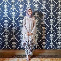 Fashion hijab dress posts 67 ideas for 2019 Kebaya Lace, Kebaya Hijab, Kebaya Brokat, Batik Kebaya, Kebaya Dress, Kebaya Muslim, Muslim Dress, Hijab Dress, Turban Hijab
