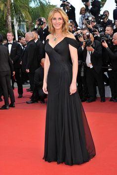 """Julia Roberts attending the premiere of """"Money Monster"""" during the 2016 Cannes International Film Festival at Palais des Festivals in Cannes, France in Armani Privé. Julia Roberts Style, Givenchy, Armani Privé, Palais Des Festivals, Festival 2016, International Film Festival, Cannes Film Festival, Red Carpet Fashion, Toms"""