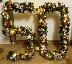 Christmas Wreaths, Floral Wreath, Holiday Decor, Home Decor, Flower Crowns, Holiday Burlap Wreath, Interior Design, Home Interior Design, Home Decoration