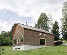 This Stunning Home in Austria Sets a New Bar For Alpine Retreats - Photo 3 of 12 - Horizontal larch cladding was used for the facade to give the house an interesting ribbed texture with deep grooves. Wood Cladding Exterior, Larch Cladding, Wood Siding, Feldkirch, Interior Design Atlanta, Interior Railings, Journal Du Design, Weekend House, Small Buildings