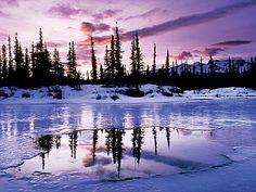 Winter foto met half bevroren meer