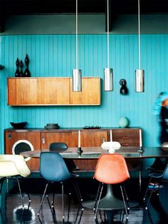 Eames shell chairs with black legs and a black Saarinen Tulip table, oh boy! Modern Kitchen Design, Interior Design Kitchen, Interior And Exterior, Modern Interior, Kitchen Designs, Deco Time, Interior Inspiration, Room Inspiration, Tulip Table