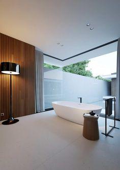 http://leemconcepts.blogspot.nl/2015/06/binnenkijken-in-het-huis-met-de-piano.html #hethuismetdepiano #modern #bungalow #moldavie #benbitalia #poliform #design #interior #zwembad #pool #binnentuin #patio
