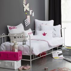 hmmm..grey walls with white daybed and white/pink bedding. Very nice for a young lady's new bedroom me thinks