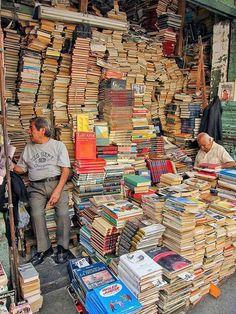 Libreria Villanueva, Santa Maria La Ribera - Messico #bookshelves
