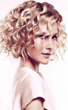 Kısa Kıvırcık Saç Modelleri bayan