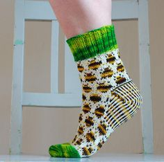 Knit Bumblebee Socks #free_pattern