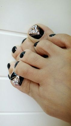 Trendy nails design with rhinestones bling ideas Black Toe Nails, Pretty Toe Nails, Cute Toe Nails, Gorgeous Nails, Pedicure Nail Art, Pedicure Designs, Toe Nail Art, Acrylic Nails, Toe Designs