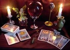 What Are Tarot Cards? Made up of no less than seventy-eight cards, each deck of Tarot cards are all the same. Tarot cards come in all sizes with all types Tarot Celta, Free Card Reading, Free Psychic Chat, Are Psychics Real, Free Tarot Cards, Daily Tarot Reading, Oracle Reading, Online Tarot, Tarot Decks