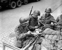 333rd-salzuflen-germany-april-1945.jpg 1600×1307 пикс