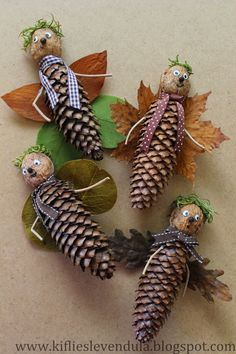 Crafts in autumn with children - from natural materials to buttons * Mission Mom - Pine cones make autumn Informations About Basteln im Herbst mit Kindern – von Naturmaterialien bis - Pine Cone Art, Pine Cone Crafts, Pine Cones, Autumn Crafts, Nature Crafts, Diy And Crafts, Crafts For Kids, Arts And Crafts, Christmas Crafts