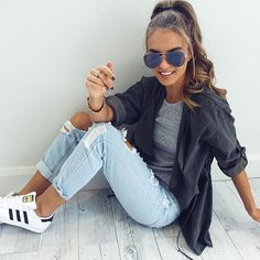 Adidas sneakers w/ ripped jeans gray shirt and thin jacket and the high pony//