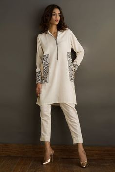 Buy online Basic pret collection of Nida Azwer that have the most amazing and elegant designs. Simple Pakistani Dresses, Pakistani Fashion Casual, Pakistani Dress Design, Pakistani Outfits, Indian Fashion, Fancy Dress Design, Stylish Dress Designs, Designs For Dresses, Frock Fashion