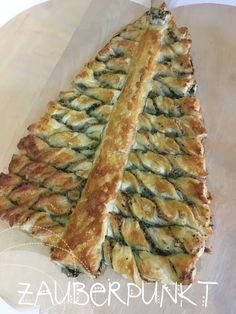 Aperitif fir-tree, Christmas, puff pastry, pesto-puff pastry, home-made . Pasta Al Pesto, Pesto Sauce, Puff Pastry Pizza, Puff Pastries, Pizza Pinwheels, Holiday Appetizers, Orange Recipes, Eat Smart, Party Snacks