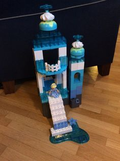 Elsas Ice Castle from Frozen made in Lego Duplo.