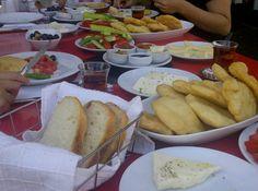 Twitter / lodosbozcaada @lodosbozcaada  Ada Cafe de pisi li saabah kahvaltisi.Sahane bir sabah.Gunaydin. // Ada Cafe® Bozcaada
