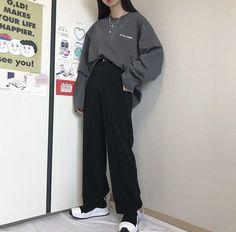 Korean Girl Fashion, Korean Street Fashion, Ulzzang Fashion, Tomboy Fashion, Teen Fashion Outfits, Edgy Outfits, Korean Outfits, Retro Outfits, Mode Outfits