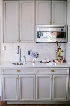 grey + carrera marble herringbone tile backsplash Our Favorite Decorating Trends in Tile, Stone & Wood Kitchen Tiles Design, Kitchen Colors, Kitchen Backsplash, Backsplash Ideas, Kitchen Designs, Marble Tile Backsplash, Rock Backsplash, Rustic Backsplash, Backsplash Design