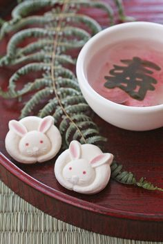 Get in-depth info on the Chinese Zodiac Rabbit personality & traits… Japanese Treats, Japanese Food Art, Mochi, Bento, Japanese Wagashi, Cute Food, Confectionery, Mooncake, Sweet Treats