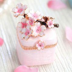 PIEARTH Sakura Jewelry Box from Apollo Box - Enjoy cherry blossoms all year lon. - PIEARTH Sakura Jewelry Box from Apollo Box – Enjoy cherry blossoms all year long. Diy Jewelry Rings, Diy Jewelry To Sell, Jewelry Quotes, Art Deco Jewelry, Pandora Jewelry, Cute Jewelry, Pink Jewelry, Jewelery, Cherry Blossom Jewelry
