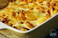 Na přípravu budete potřebovat:   750g brambor  200g uzeného masa ( třeba obraného z vařených žeber )  2 bílé papriky  1 velká cibule  300...