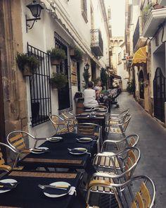 Lista de restaurantes recomendados que están de moda en la localidad alicantina de Jávea. Gourmet, Climbing Vines, Beach Bars, Live, Viajes, Cooking