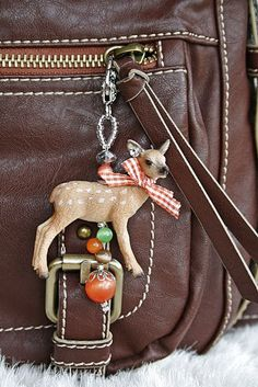 Keychain made of soft toys - Plastic Animal Crafts, Plastic Animals, Diy Accessoires, Diy Keychain, Simple Gifts, Animal Party, Diy For Kids, Jewelry Crafts, Diy Crafts