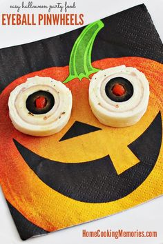 Here's an easy Halloween party foods idea: Eyeball Pinwheels! They give the creepy look of bloodshot eyeballs and are especially fun when served on jack-o-lantern napkins. Halloween Eyeballs, Halloween Food For Party, Easy Halloween, Halloween Goodies, Halloween Recipe, Halloween Stuff, Holidays Halloween, Halloween Treats, Perfect Pumpkin Seeds